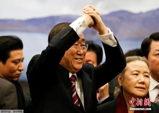 联合国卸任秘书长潘基文回韩国,民众夹道欢迎。