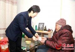 吴海燕到城关镇周庄村看望慰问困难群众