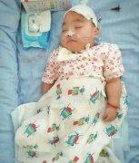 嵩县两岁女童疑遭人虐待昏迷近十个月 全国祝福