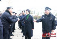 县领导吴海燕、曹广阔慰问驻睢部队官兵、消防指战员和公安民警