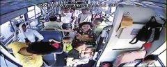 女童公交上高热引起抽搐 车长为赶时间甩客、闯红灯送医