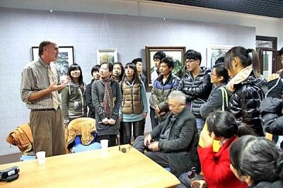 漂洋过海来爱你 河南高校外籍教师自费为学生办画展