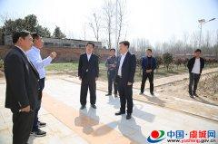 副县长陈富磊调研村卫生室建设情况