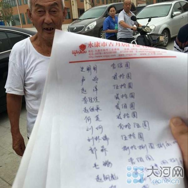 """74岁老教师南阳街头卖瓜救孙女 两天募集""""瓜钱""""10万"""