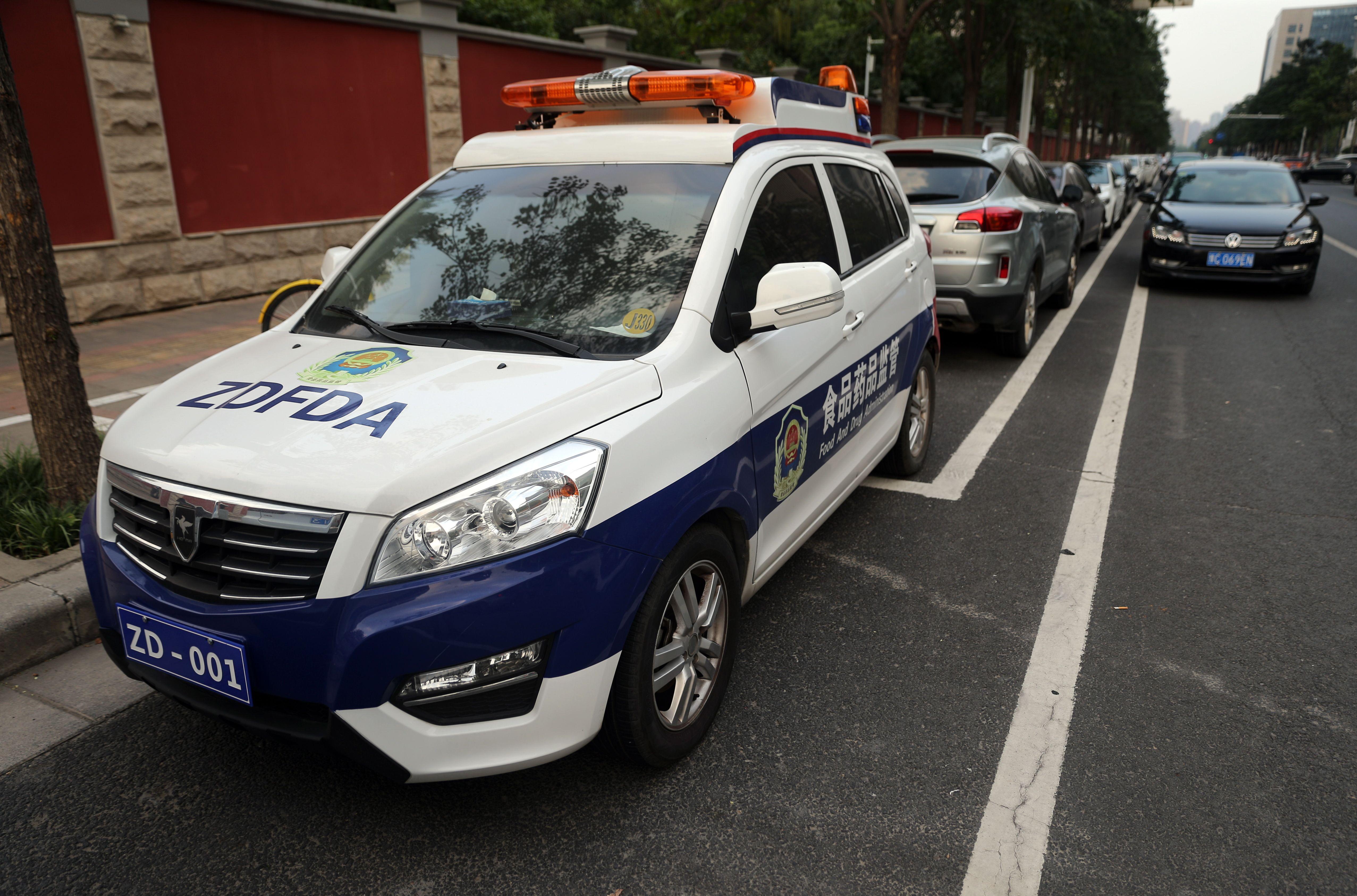 无车牌挂警灯 郑州这些执法车能上路吗?