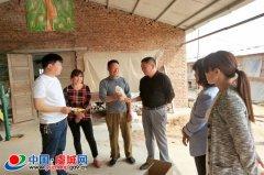 县农牧局技术人员进村入户开展技术服务