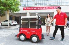 """京东智能配送机器人在河南送出首单:能""""看""""红绿灯 可自动避障"""