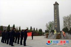 虞城县城管局清明节前祭扫烈士墓