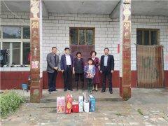 县领导胡聚兵到海通乡张吕邱村对接帮扶贫困孤儿