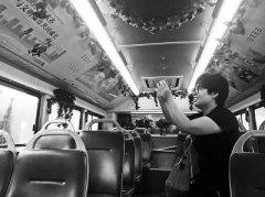 辣眼睛!郑州地铁上有人脱鞋伸腿占俩位