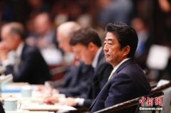 安倍贺特朗普就任美国总统 冀2月访美进行会晤