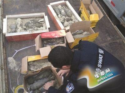 工地挖出的部分废旧炮弹。